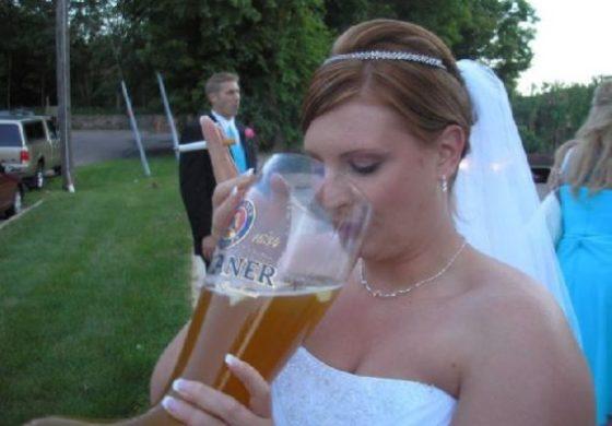 Пијана невеста ги претепала младоженецот, бабата и кумовите
