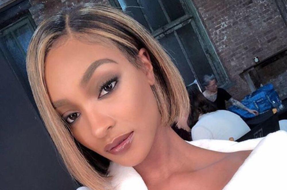 Светските ѕвезди полудеа за стаклената коса: Нов тренд кој ќе го обожаваат жените