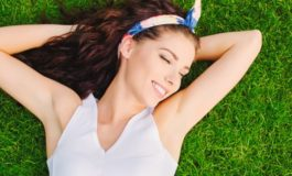 Четири начини да се решите од влакната под пазувите без бричење