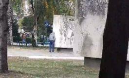Кумановац га замоча споменик (ВИДЕО)