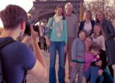 Семејство бара фотограф кој ќе ги следи на пат околу светот