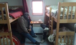 МТСП: На студеното време бездомниците се згрижуваат во прифатни центри, дежурните тимови на терен