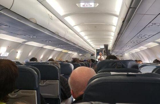 Сакал да ги спречи родителите да му дојдат на гости па јавил дека има бомба во авионот