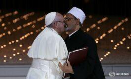 Папата и имамот со бакнеж во уста се заложија за верски дијалог (ФОТО)