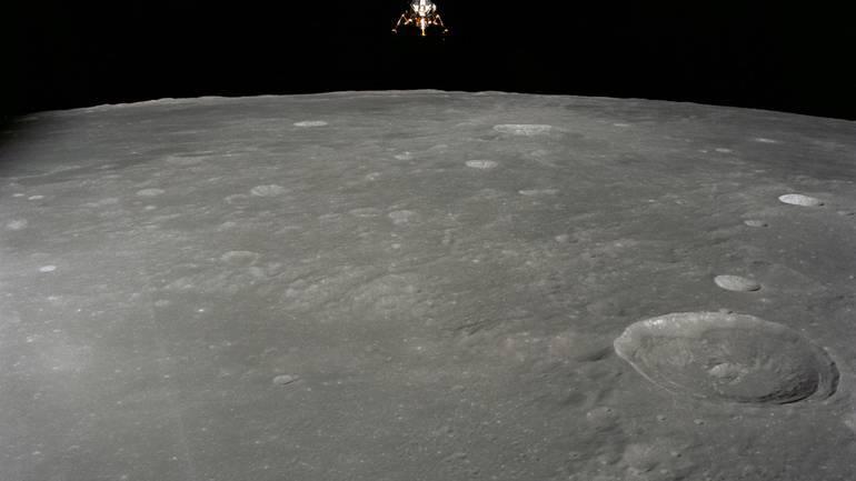 НАСА откри формула за создавање вода на Месечината