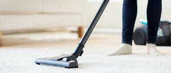 ГЕНИЈАЛЕН ТРИК: Ова е најефикасниот начин за чистење на тепихот
