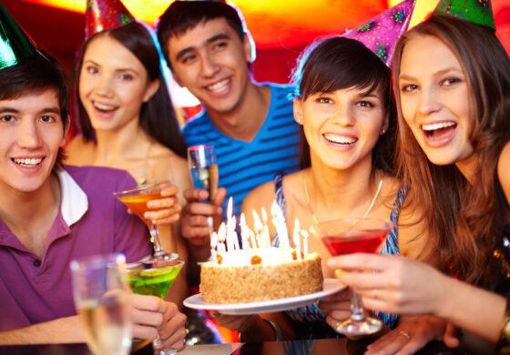 Зошто дуваме свеќички и замислуваме желби за роденден?