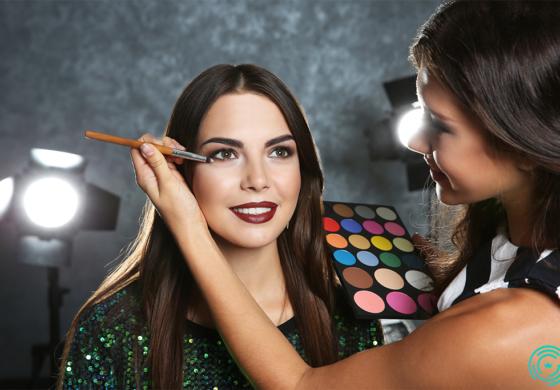 Неверојатни трансформации на жени пред и по професионално шминкање (ФОТО)