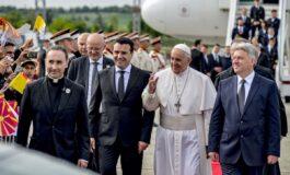 Папата Франциск, пристигна во Македонија (ФОТО)