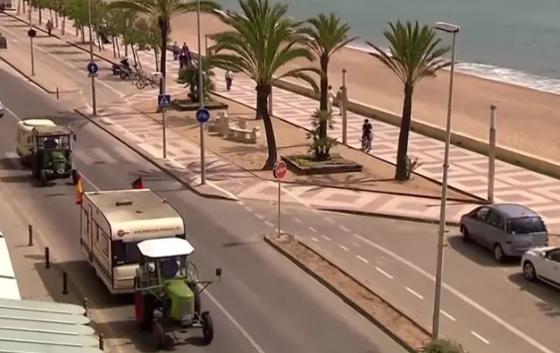 Германски пензионер со трактор пристигнал на Мајорка: Минал 1.900км  за 23 дена (ВИДЕО)