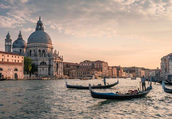 Во Венеција поостри казни за проститутки и туристи во костими за капење