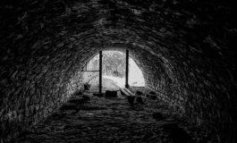 Ископал тунел за да ја шпионира поранешната сопруга, но се заглавил во него