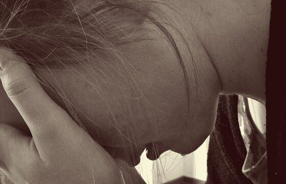 Зошто плачеме и зошто женските солзи течат подолго?