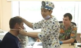 Со години живеел со шајка во главата, се додека не се јавиле проблеми со слухот (ВИДЕО)