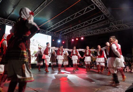 "КУД ""Панче Пешев"" учествуваше на фолклорна смотра во Косовска Митровица (ФОТО)"