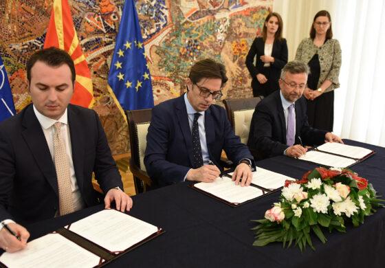 """Потпишан протокол за доделување стипендии """"Борис Трајковски"""" за Сити колеџот во Солун"""
