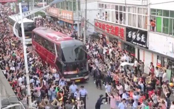 """Над 10 милиони Кинези се борат да запишат факултет, го полагаат """"најтешкиот испит во светот"""" (ВИДЕО)"""