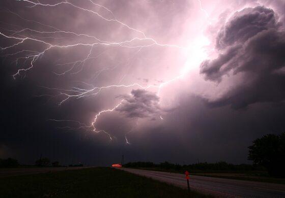 Со авионско засејување на облаците државата ќе се справува со природни непогоди