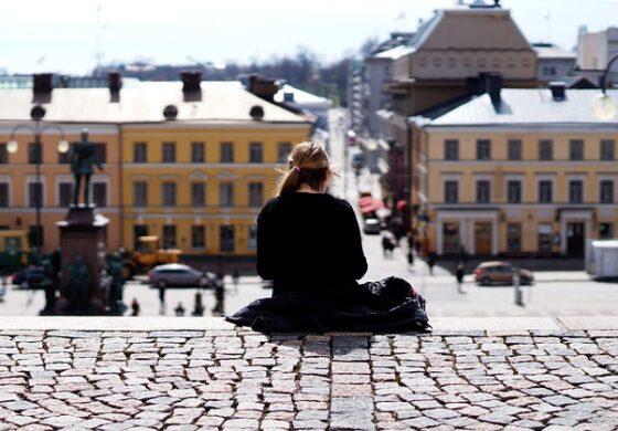 Бездомниците во Финска живеат во станови со сауна, имаат бесплатна храна и помош да најдат работа