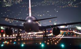 Се разбудила во мрачен и празен авион паркиран на писта