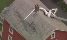 Авион морал итно да слета, па тоа го сторил на кров од куќа (ВИДЕО)