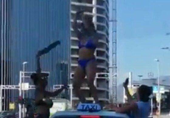 Туристки приредија стриптиз на семафор среде бел ден (ВИДЕО)