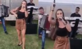 Српска пејачка покрај песна гостите ги забавуваше и со пукање од пиштол (ВИДЕО)