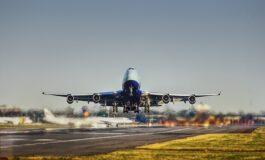 Пилот од патници барал пари за гориво