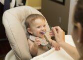 СЗО ПРЕДУПРЕДУВА: Премногу шеќери во храната за бебиња
