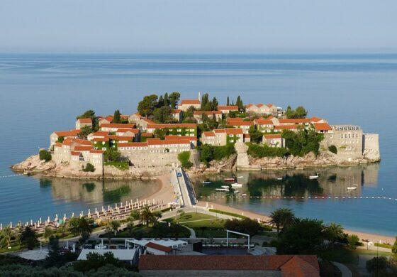 Црногорските плажи на кои лежалка чини 120 евра
