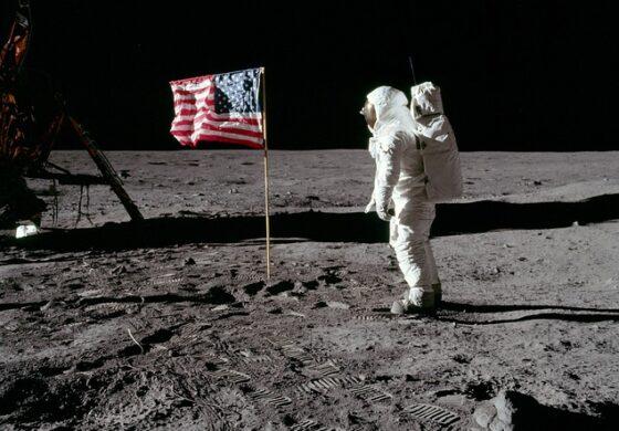 Купил ленти од слетувањето на Месечината за 200 долари, сега ги продал за 1,8 милиони