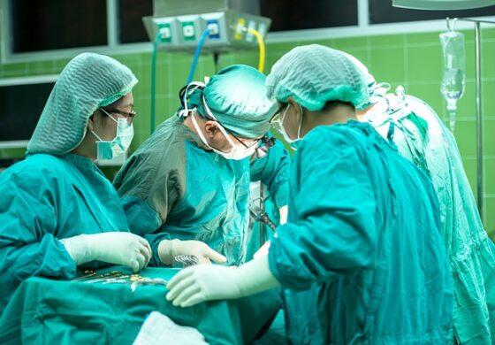 Разделени сијамски близнаци по 50 часа операција