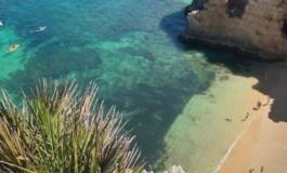 ВИДЕО: Најубавата плажа во Португалија која ќе посакате да ја посетите