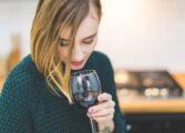 Зошто е добро навечер да испиете чаша вино?