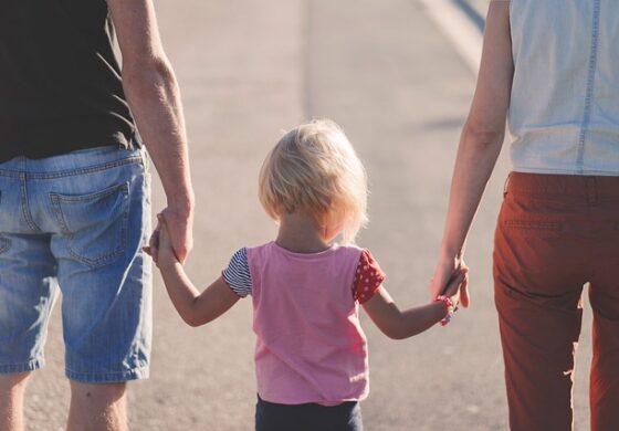 Неколку сигнали дека страшно му недостасувате на вашето дете