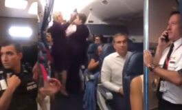 Биле заглавени во авион 8 часа: Кога им дошло преку глава, се степале па интервенирала и полицијата (ВИДЕО)