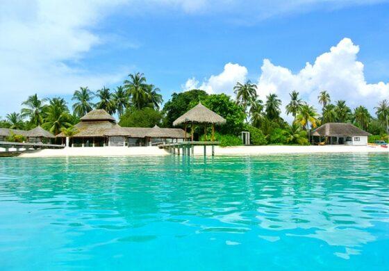 Мрежи над океанот наместо кревет на Малдиви (ФОТО)