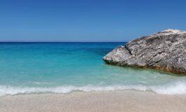 На туристи им се заканува затвор поради кражба на песок