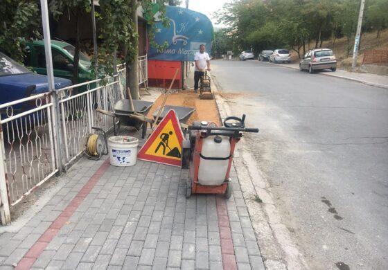 Се градат нови тротоари во делови од градот (ФОТО)