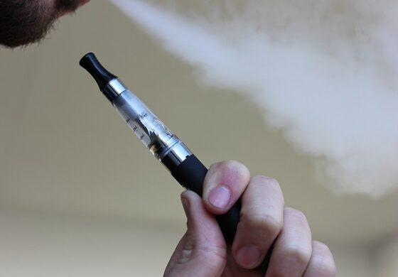Индија целосно ги забрани електронските цигари