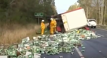 Кога пивото го блокира сообраќајот: Илјадници лименки завршија на автопат (ВИДЕО)