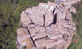Необично италијанско гратче зад чии балкони се крие уметноста