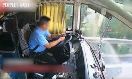 Возач на автобус предизвика несреќа поради пенкало - има повредени