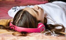 Музика против несоница: Слушајте ги овие 4 нумери за подобар сон