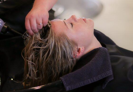 Кога фарбањето ќе тргне на лошо:  Отстранете ја несаканата боја на косата