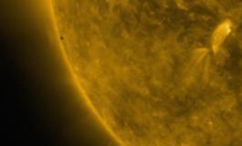 """НАСА објави фасцинантни снимки од """"транзитот на Меркур"""" (ВИДЕО)"""