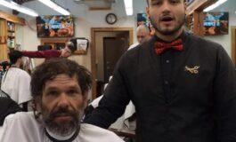 На бездомник му понудил бесплатно шишање: Кога завршил, сите гледале со неверување (ВИДЕО)