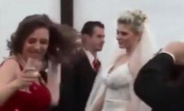 Пијана кума направи хаос на свадбата: Невестата заврши со крвав нос (ВИДЕО)